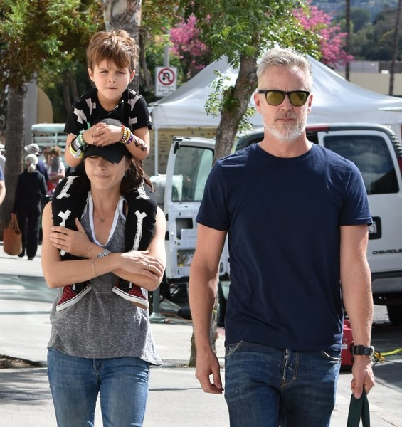 selma-blair-family-fun-at-farmers-market-7