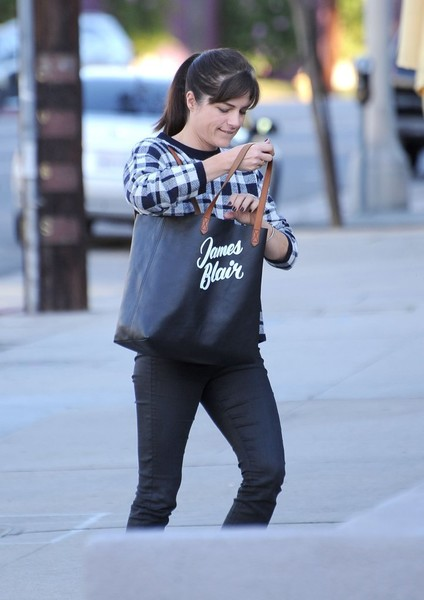 selma-blair-cute-tote-edition-1