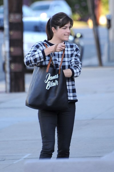 selma-blair-cute-tote-edition-2