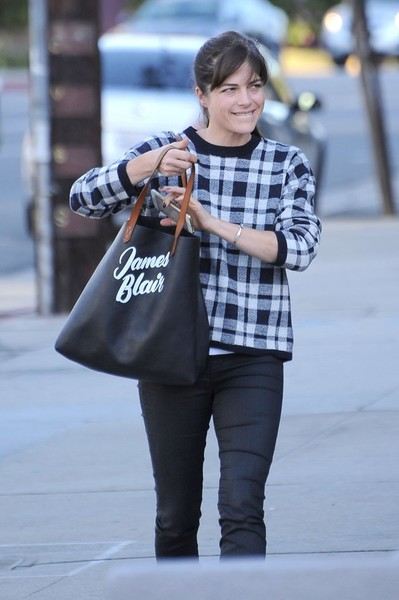 selma-blair-cute-tote-edition-3