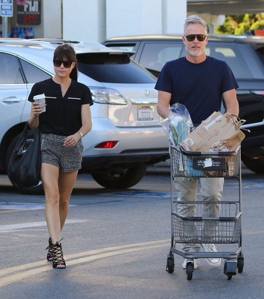 selma-blair-leaving-bristol-farms-with-a-friend-3