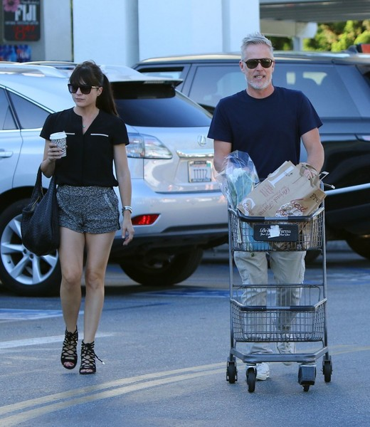 selma-blair-leaving-bristol-farms-with-a-friend-4