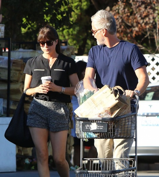 selma-blair-leaving-bristol-farms-with-a-friend-5