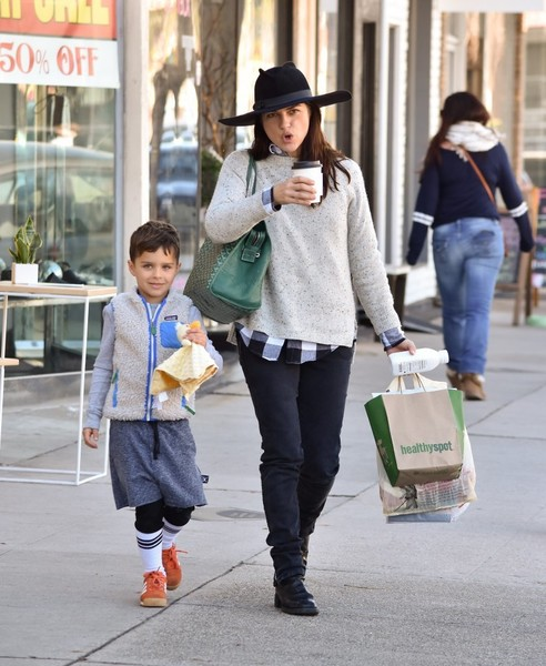selma-blair-and-arthur-saint-bleick-shop-for-groceries-in-studio-city-1