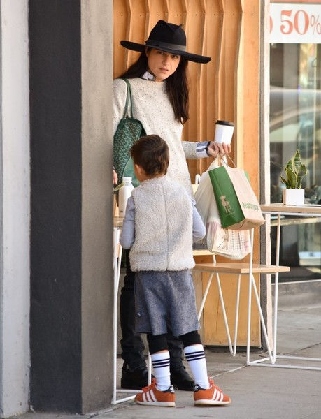 selma-blair-and-arthur-saint-bleick-shop-for-groceries-in-studio-city-3