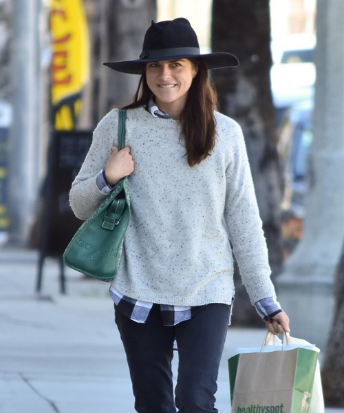 selma-blair-and-arthur-saint-bleick-shop-for-groceries-in-studio-city-6