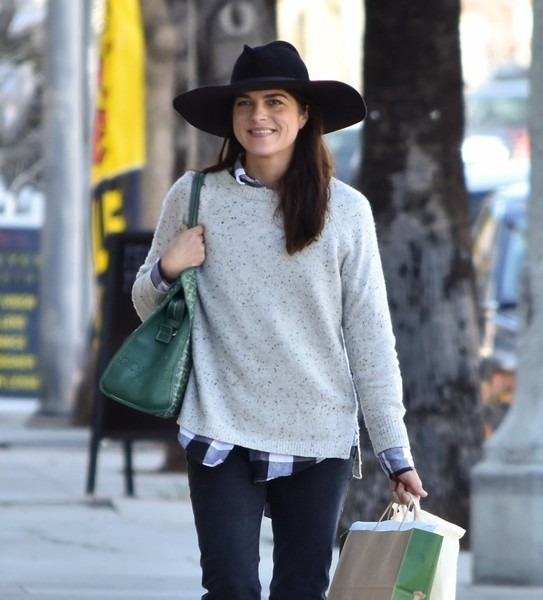 selma-blair-and-arthur-saint-bleick-shop-for-groceries-in-studio-city-7