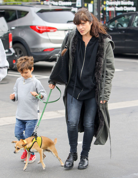 selma-blair-arthur-walk-a-rescue-pet-2