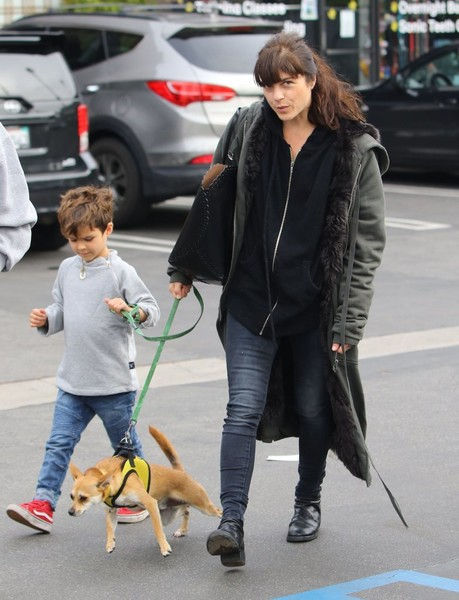 selma-blair-arthur-walk-a-rescue-pet-8