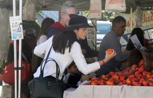 selma-blair-farmers-market-morning-2
