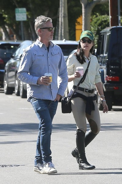 selma-blair-coffee-stop-1