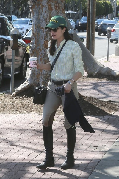 selma-blair-coffee-stop-3